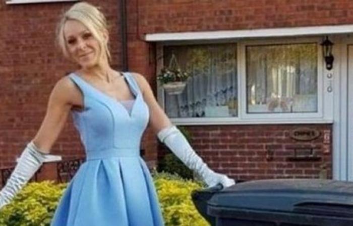 كل يوم فستان.. سيدة تخرج يوميا بكامل أناقتها لإلقاء القمامة| شاهد