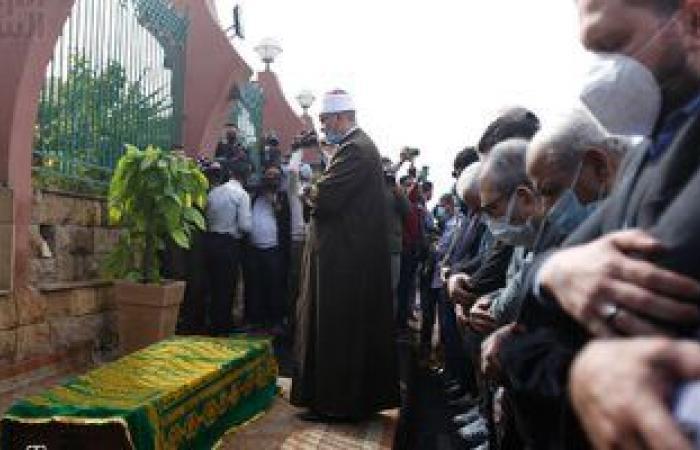 كريم عبد العزيز صامت ولبلبة منهارة فى جنازة وحيد حامد