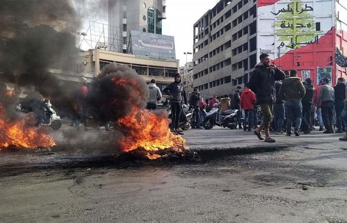 الهدوء الخادع.. تجدد المواجهات بين المتظاهرين وقوات الأمن في طرابلس اللبنانية