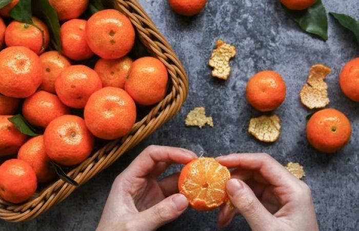 4 مسافرين يتناولون 30 كيلوغراما من البرتقال للتهرب من رسوم الوزن الزائد