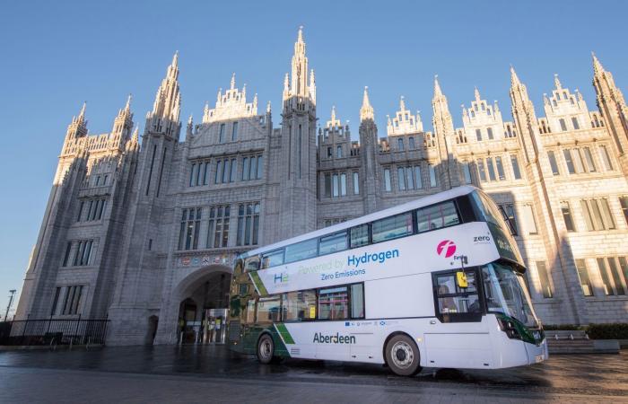 اسكتلندا تطلق حافلات الهيدروجين ذات الطابقين الأولى في العالم