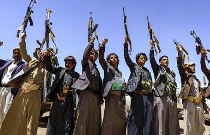 وزير الإعلام اليمني: هجوم ميليشيات الحوثي على مطار عدن نفذ بصواريخ إيرانية