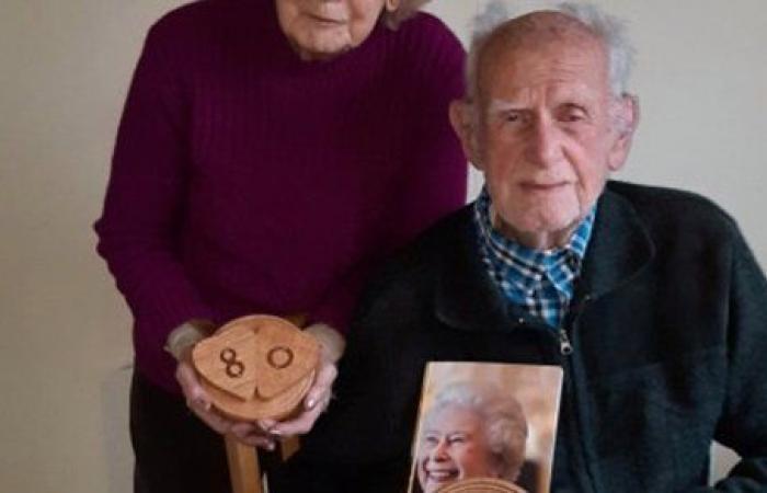 بعد 80 عامًا على أطول زواج.. عجوزان يخططان للقيام بحفل زفاف.. صور