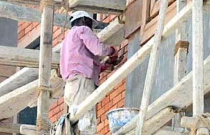 سقوط مبيض محارة من أعلى سقالة بالطابق الرابع أثناء عمله بطنطا
