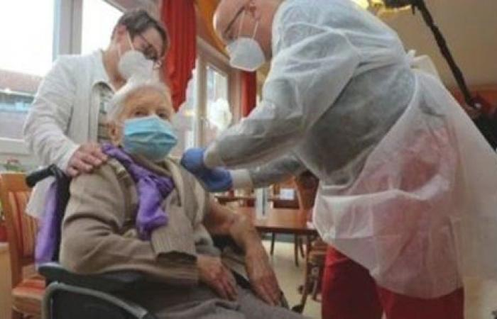 ألمانيا تسجل انخفاضا في إصابات ووفيات كورونا اليومية.. وتغيير في أولويات التطعيم