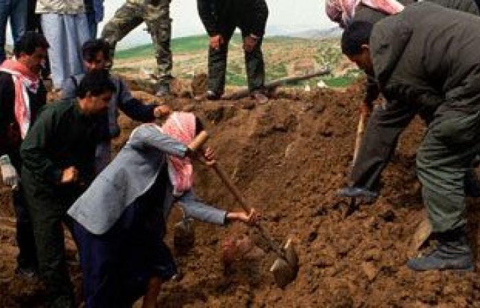 العثور على مقبرة جماعية تضم رفات 400 شخص غرب الموصل بالعراق