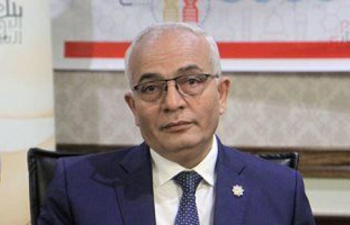 نائب وزير التعليم يهنئ المعلمين لصدور قرار بضوابط صرف حافز الأداء الشهرى الإضافى