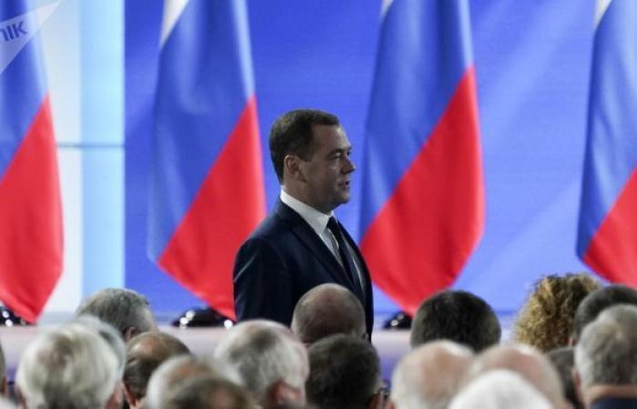 ميدفيديف: جائحة كورونا أعادت فكرة العمل 4 أيام في الأسبوع