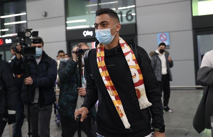 مصطفى محمد ينشر صورة من مطار اسطنبول لبداية الرحلة مع جالطة سراى