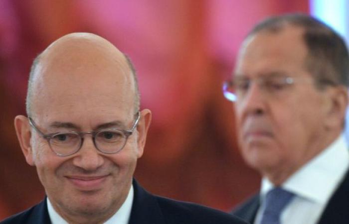 السفير الفرنسي: باريس تدرس مع موسكو إمكانية زيارة ماكرون إلى روسيا