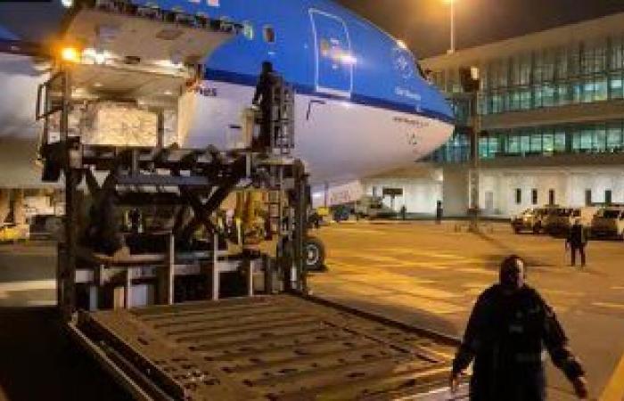 وصول 854 ألفًا و400 جرعة من لقاح فيروس كورونا لمطار القاهرة