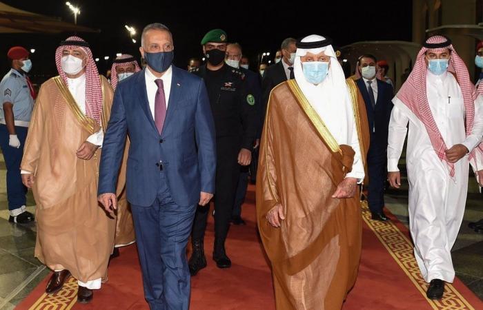 الكاظمي يصل جدة.. وأمير مكة يستقبله بمطار الملك عبد العزيز الدولي