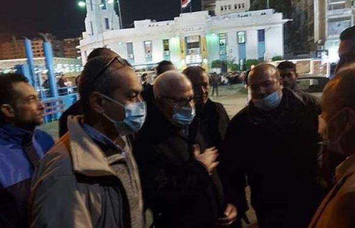 محافظ بورسعيد ينتقل لموقع سقوط سيارة بالمجرى الملاحي لقناة السويس | صور
