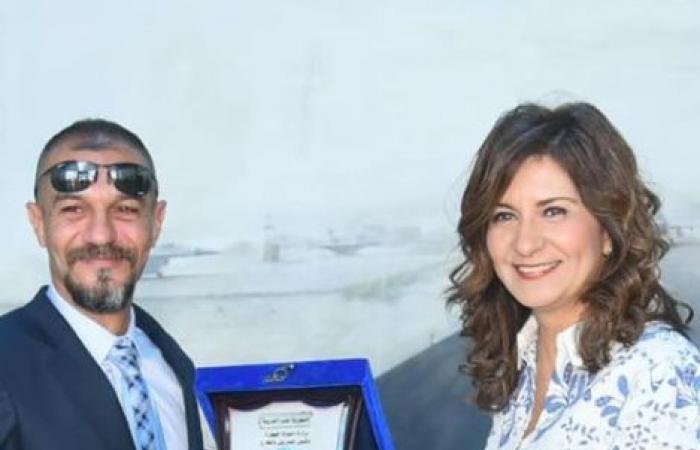 وزيرة الهجرة تكرم المصرى أحمد شعبان صاحب واقعة ألقاء القبض على مجرم بأمريكا