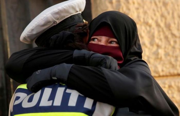 """""""ارفعوا أيديكم عن حجابي""""... صرخات شابات مسلمات في فرنسا... فيديو"""