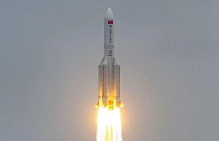 بث مباشر.. موقع الصاروخ الصيني في الوقت الحالي