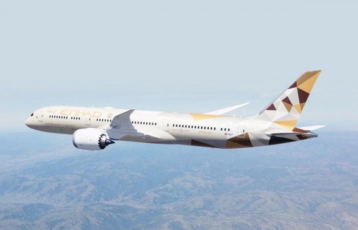 طيران الاتحاد الإماراتية تعلق رحلاتها إلى إسرائيل
