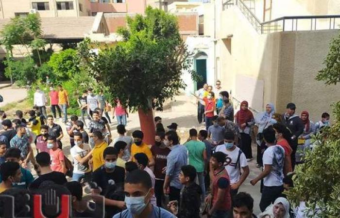 بسبب الطقس.. توزيع المياه على الطلاب فى امتحانات الشرقية