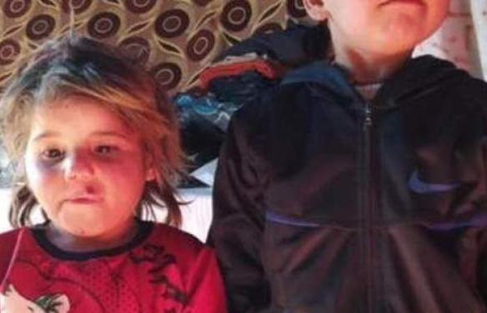 مكبلة بالحديد .. صورة طفلة سورية قبل وفاتها جوعًا تبكي العالم