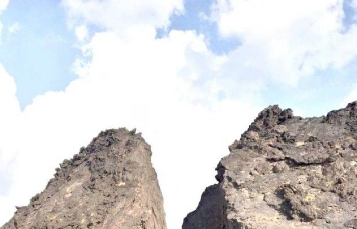 «أرض القمر» حرَّة سياحية تزين أملج بالكهوف البركانية