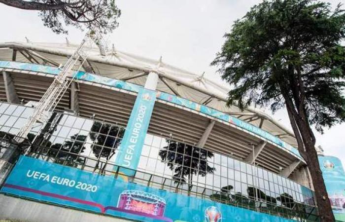 ملعب الأولمبيكو يتزين لاستقبال افتتاح يورو 2020 | صور