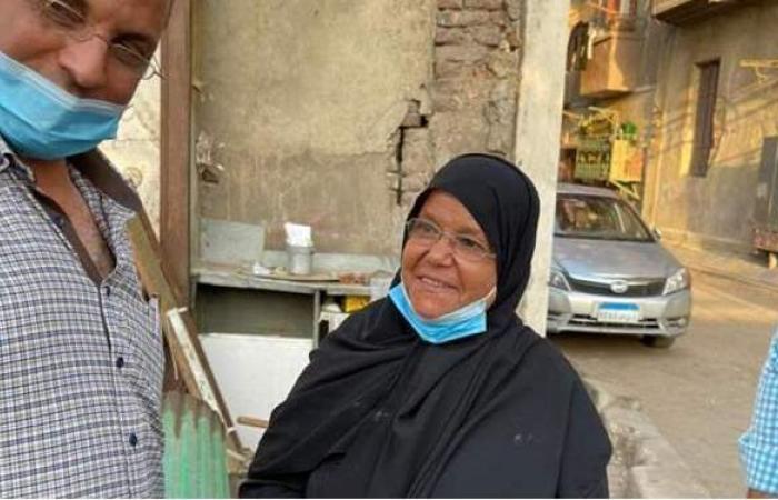 """""""شعراوي"""" ومحافظ القاهرة يستجيبان لاستغاثة مسنة بعد إزالة """"فاترينة شاي"""" بروض الفرج"""