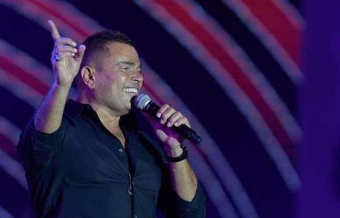 عمرو دياب يتألق في حفله الغنائي بجدة ويداعب جمهوره: أخدتوا اللقاح   فيديو وصور