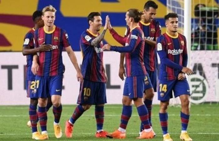برشلونة يتحرك لتجديد عقد نجمي الفريق