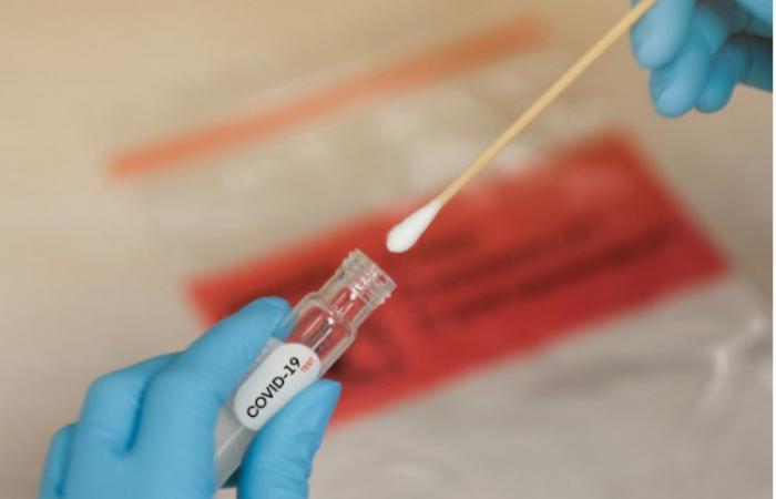 الصحة: التطعيم بلقاح كورونا لا يجعل نتيجة المسحة إيجابية