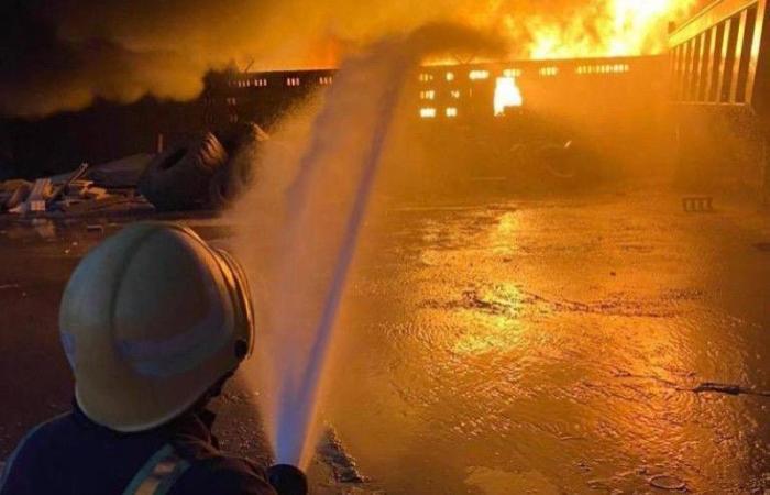 استشهاد أحد رجال «مدني الدمام» أثناء إخماد حريق مصنع