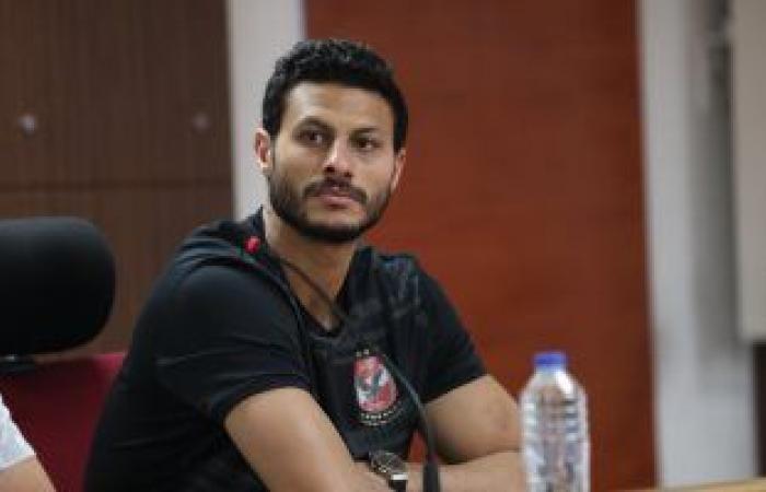 """أحمد بلال يدعم الشناوي: """"اللي مبيغلطش فى كرة القدم يجي يلعب معايا تنس"""""""
