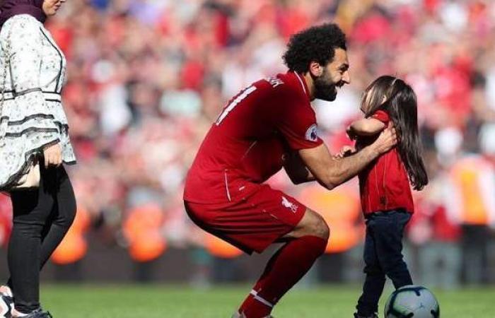 بعد شائعة انفصالهما.. محمد صلاح يقضي إجازة مع زوجته وأطفاله بدبي