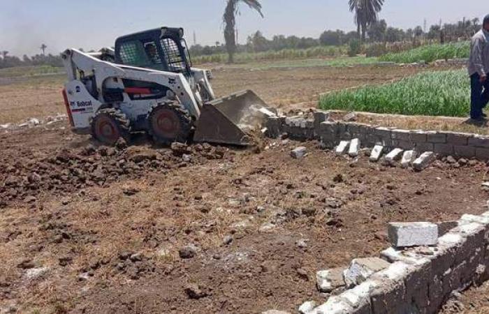 حملات لإزالة التعديات بمركزي مطاي وديرمواس في المنيا
