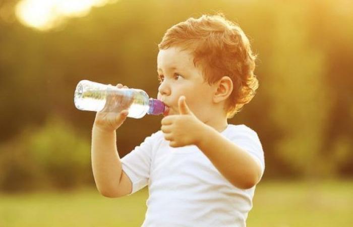 مع ارتفاع درجات الحرارة .. كيف تحمي طفلك من حر الصيف؟