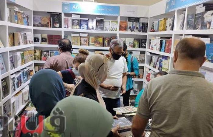 إقبال كبير على جناح المركز القومي للترجمة بمعرض الكتاب 2021