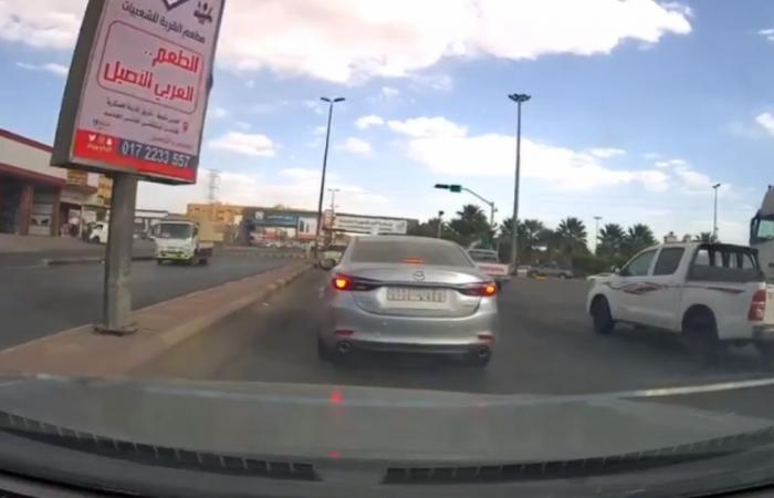 قائد مركبة يعرِّض حياته والآخرين للخطر بعسير.. و«المرور» يضبطه