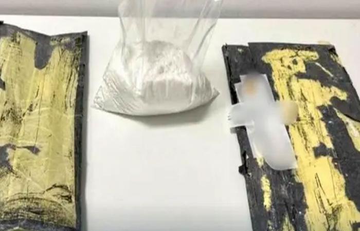 إحباط تهريب أكثر من 1.7 كيلوجرام من الكوكايين بمطار الملك خالد