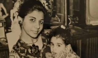 طفولة مشردة.. وفاء صادق تكشف عن صورة فى طفولتها مع والدتها أسمهان توفيق