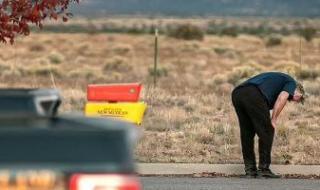 الصور الأولى لـ أليك بالدوين بعد قتل مديرة التصوير وإصابة مخرج فيلم Rust
