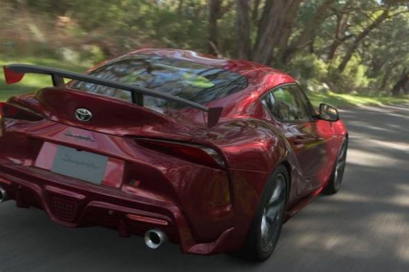 مطور Gran Turismo 7 يبرر شرط اتصال الإنترنت الدائم الذي أزعج اللاعبين