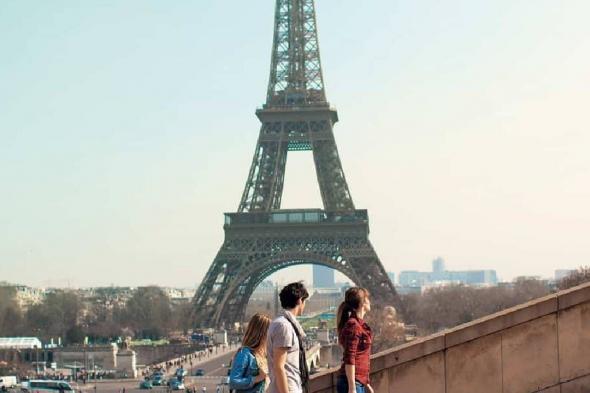 مغامرة تحبس الأنفاس.. فرنسي يقطع 670 مترًا مشيًا على حبل من ارتفاع ضخم