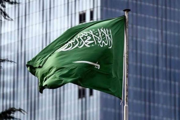 نشرة «عاجل».. عودة الرحلات الجوية بين العراق والسعودية.. واستشاري يحدد موعد جرعة لقاح كورونا الثالثة لفئتين